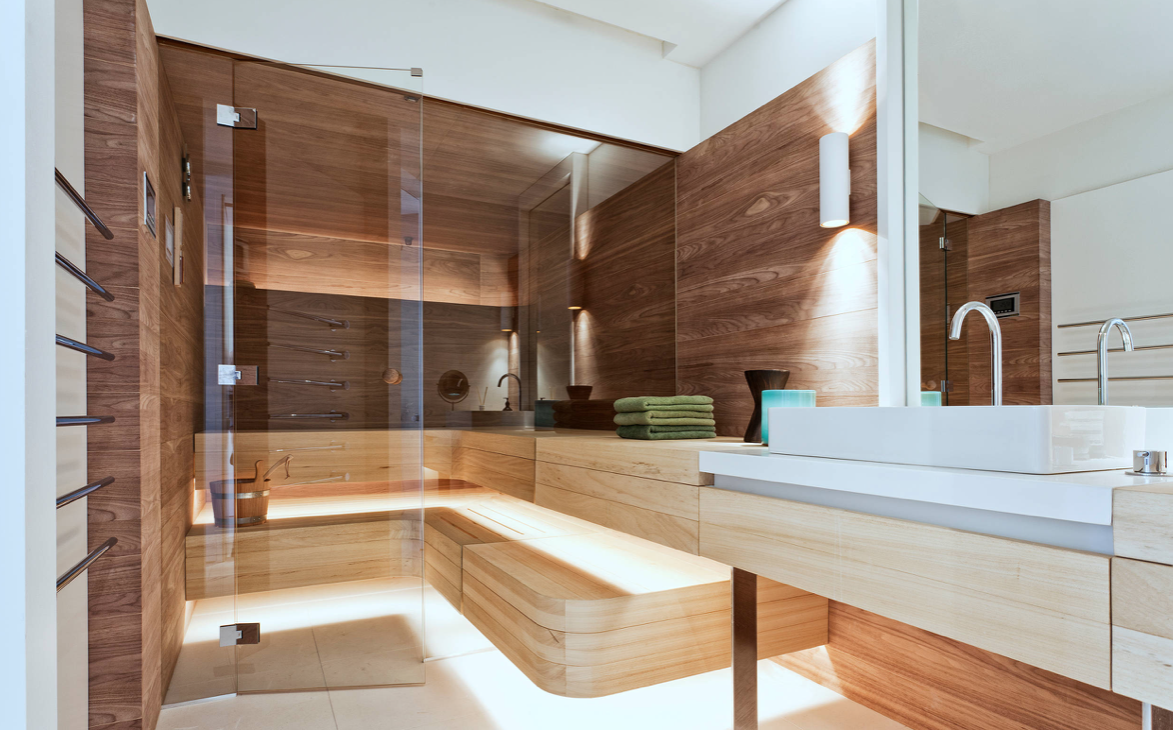 Bathroom With light colors and wood